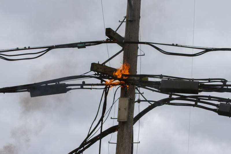 Power lines: Why they catch fire and what you should do if you see one
